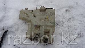 Бачок омывателя лобового стекла Mitsubishi Delica PD6W