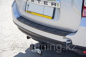 Накладка на задний бампер (черное тиснение) Renault Duster