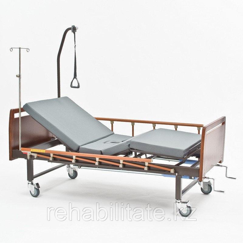 Четырехсекционная кровать для лежачих больных c туалетом Е-8 WOOD WC.