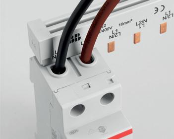 Доступны два клеммных разъема: передний для кабелей до 25 мм², задний для кабелей до 10 мм² или для шин.