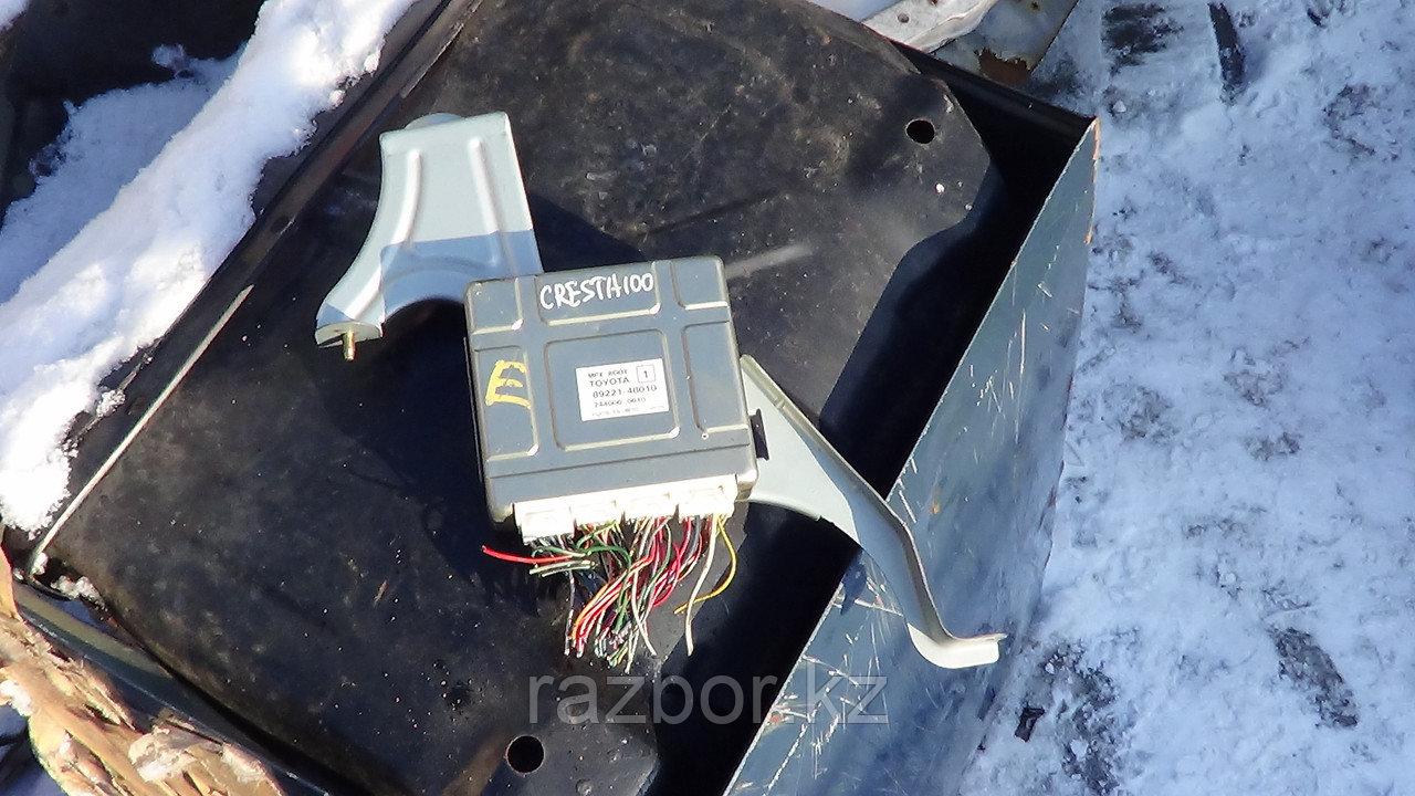 Блок управления двигателем Toyota Cresta (100) / №89221-48010