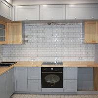 Шикарная кухня с крашенными и шпонированными фасадами
