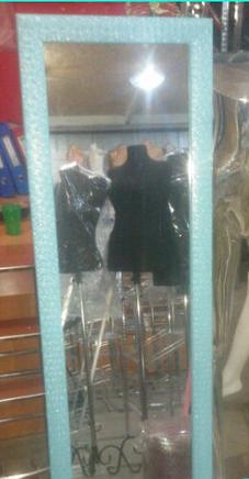 Напольное зеркало в гобеленовой рамке