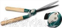 Кусторез c дубовыми ручками и волнообразной формой лезвия RACO