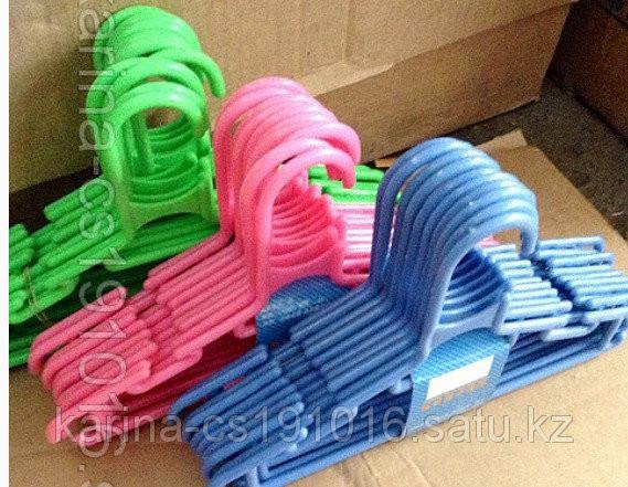 Вешалка пластиковая цветная