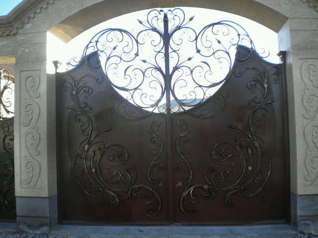 Ворота с калиткой внутри