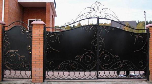 Ажурные ворота из металла