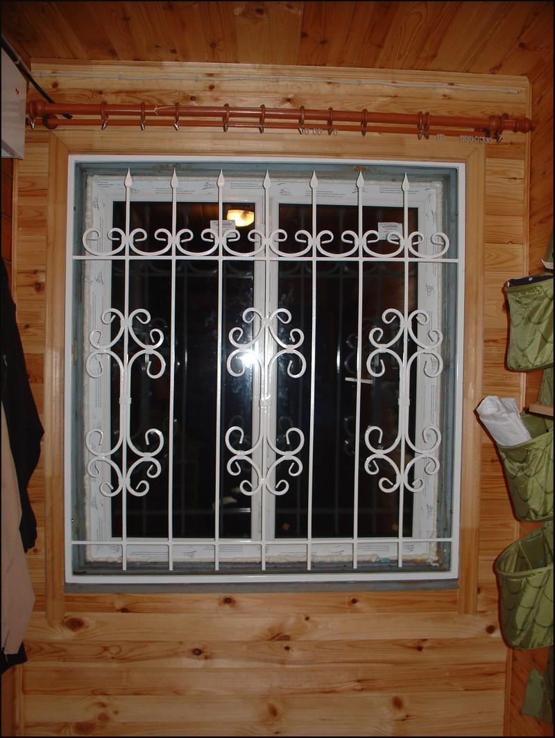 Решетки на окна с замком