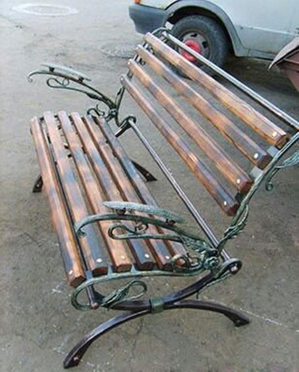 Кованые лавки и скамейки