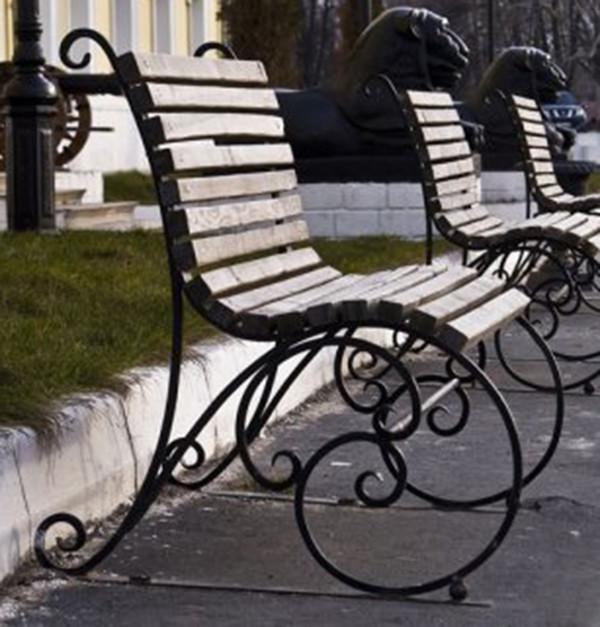 Скамейки металлические уличные