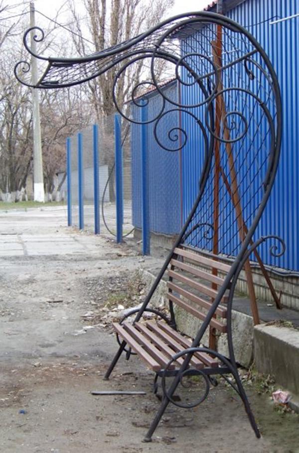 Кованые лавочки и столики на кладбище