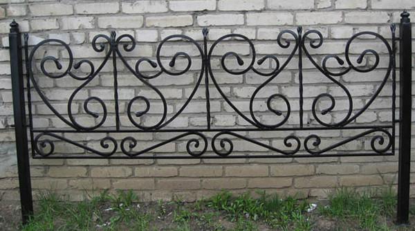 Кованые оградки на могилу