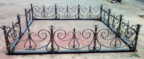 Железная оградка
