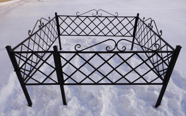 Кованая могильная оградка