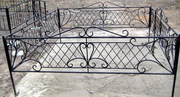 Кованые оградки кресты