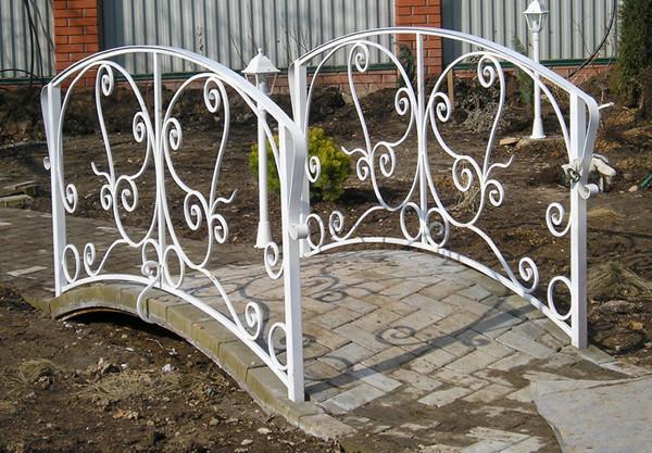 Садовые мостики из металла