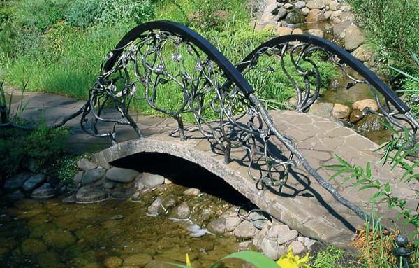 Кованые мостики для сада