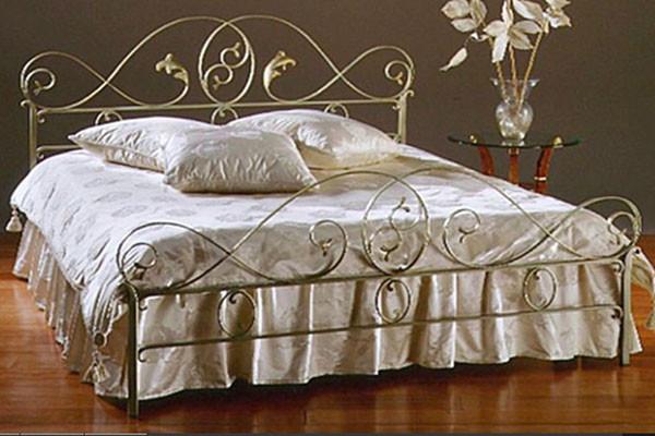 Дешевые кованые кровати