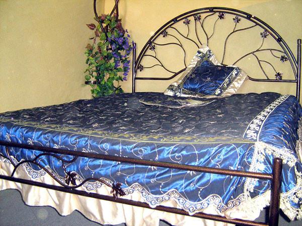 Кованые спальные кровати