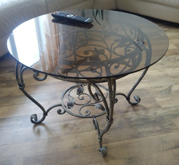 Кованый столик со стеклом