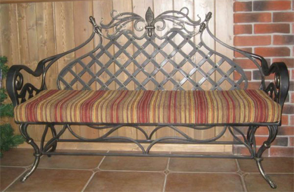Кованый диванчик под скамейку
