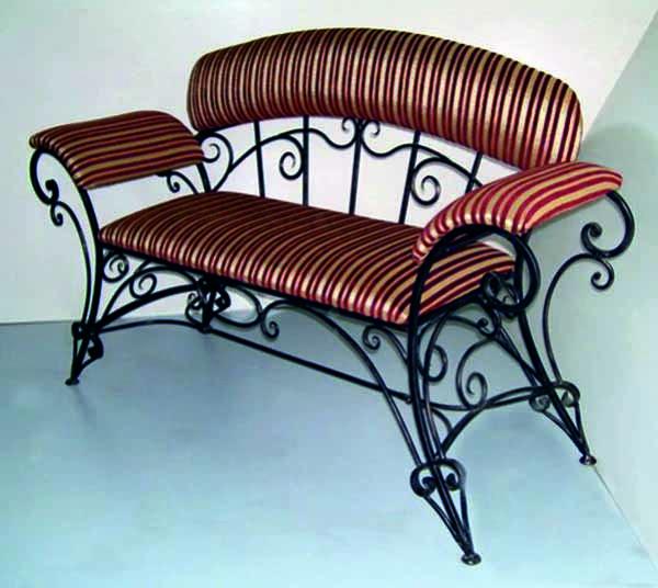 Кованый диванчик для домашнего питомца