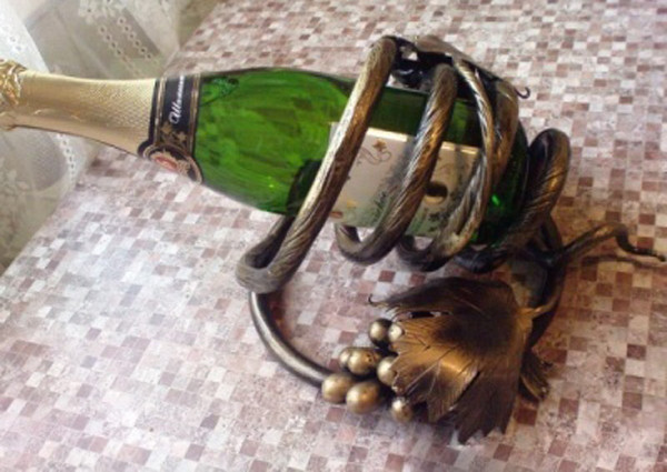 Кованые поставки под вино