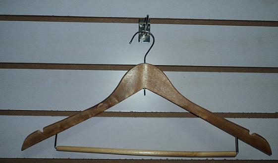 Вешалка с подвеской деревянная