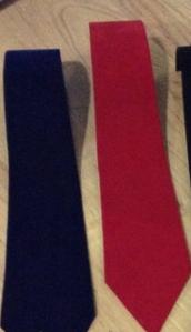 Подставка-галстук под цепочки, браслеты, красный бархат