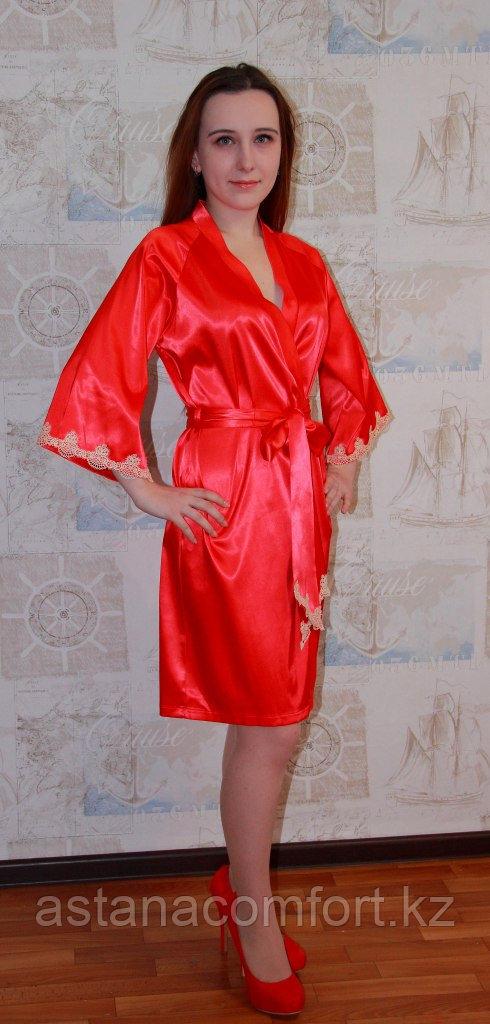 Женский атласный красный халат.