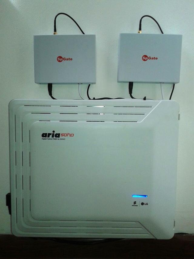 Установка мини АТС Aria Soho на стене совместно с GSM-шлюзом SpGate