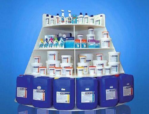 химия для бассейна, препараты для дезинфекции воды в бассейне