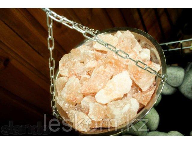 Чаша с гималайской солью в сауну-баню.