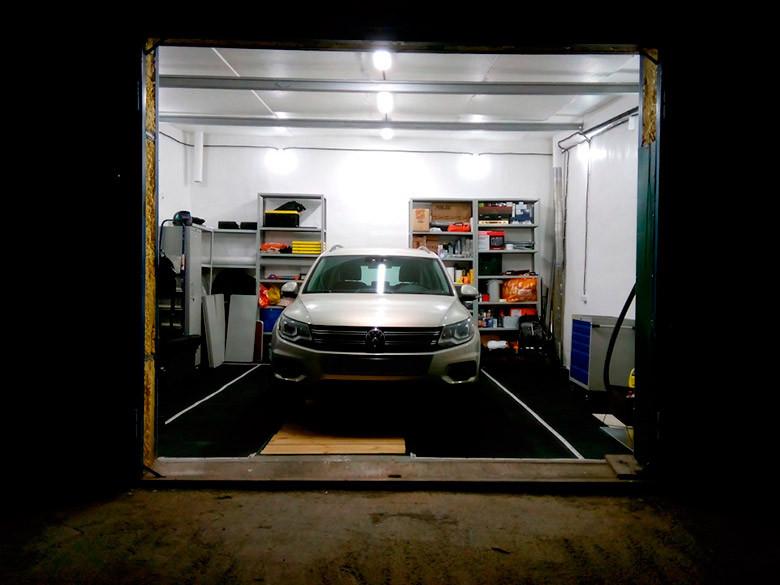 Оборудование гаража удобным рабочим местом и системами хранения 1