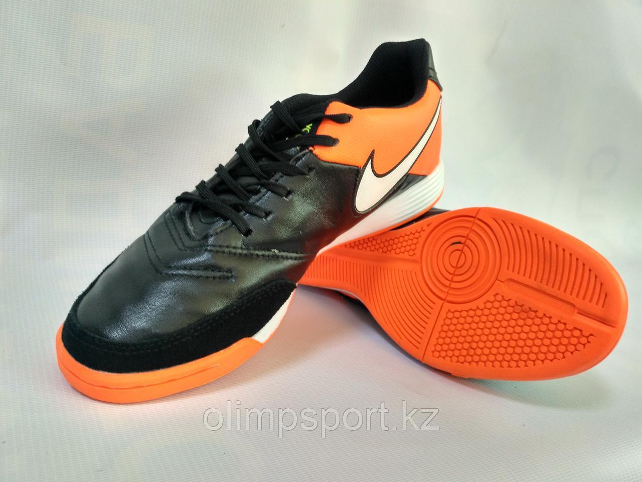 Обувь для зала Nike TIEMPO