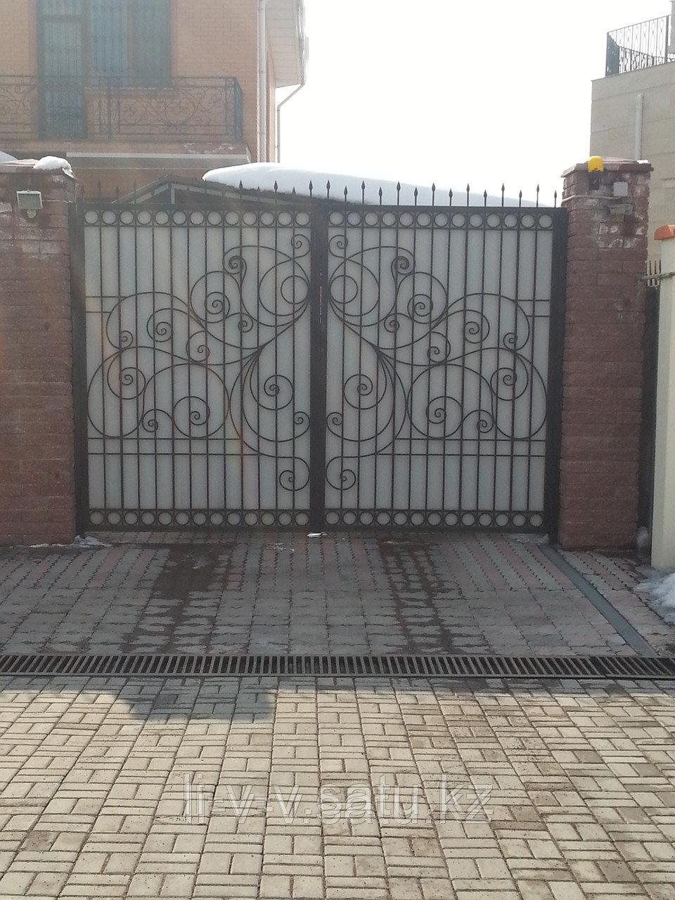 Уличные кованые ворота