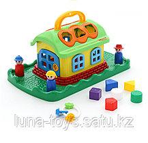 Сказочный домик на лужайке (в сеточке)