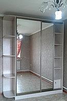 Шкаф-купе с овальным зеркалом