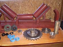 Роликоопоры для щебня и руды из швеллера, желобчатые в сборе с роликами