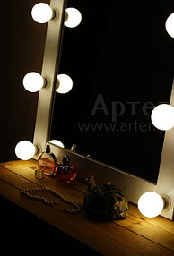 Гримерное зеркало 60 на 70 см, 8 цоколей, белая деревянная рама 1