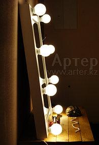 Гримерное зеркало 60 на 70 см, 8 цоколей, белая деревянная рама 3