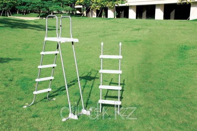 Лестница для бассейна высотой от 122 до 132 см.