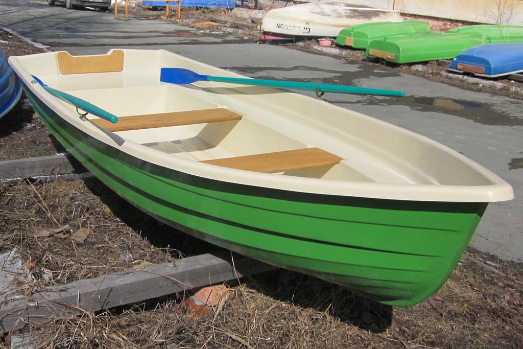 Пятиместная пластиковая лодка Тортилла-395 с Рундуками
