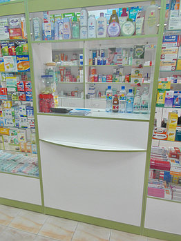 Кассовая витрина для аптек из ЛДСП