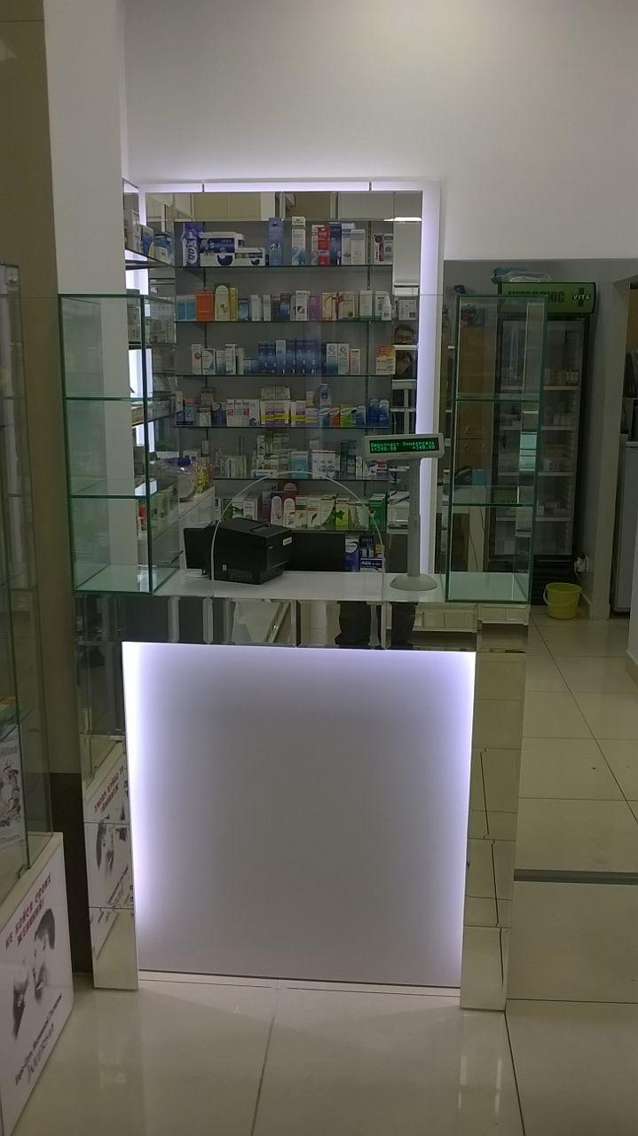 Кассовая витрина аптечная для отпуска со стеклом и зеркалом