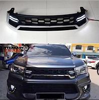 Решетка радиатора на Toyota Hilux 2015+ с ходовыми огнями