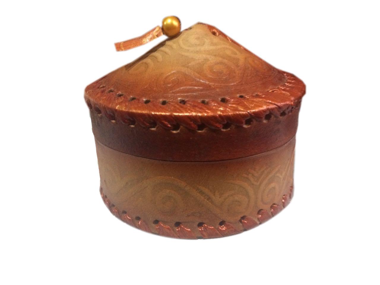 Шкатулка в виде юрты из кожи