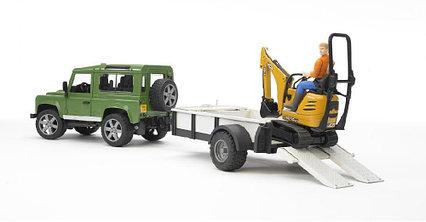 Bruder Внедорожник Land Rover Defender c прицепом-платформой, гусеничным мини экскаватором 8010 CTS и рабочий