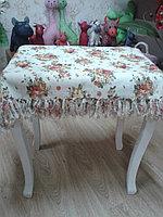 Скатерть с бахромой. 140*300 см. белая с красными розочками