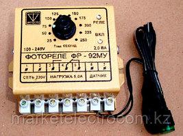 Простое однооперационное фотореле с фиксированной выдержкой времени при включении и отключении освещения в фун